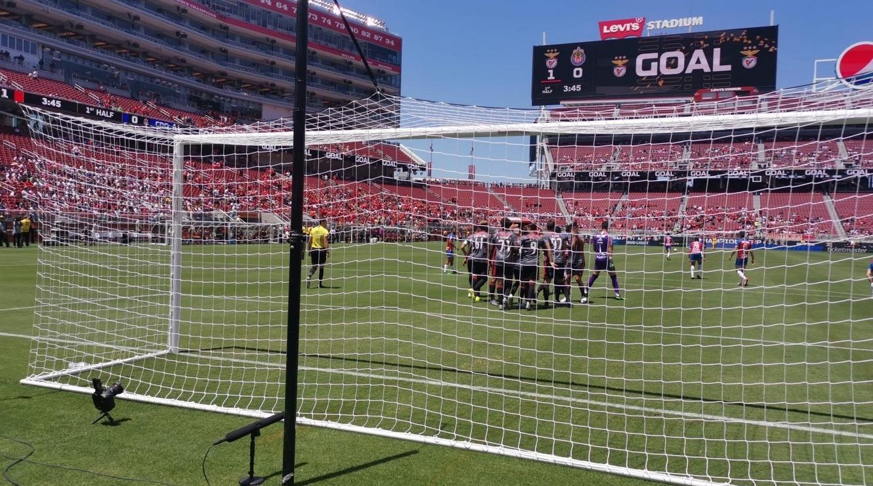 Бенфика записа класическа победа с 3:0 в двубоя си срещу