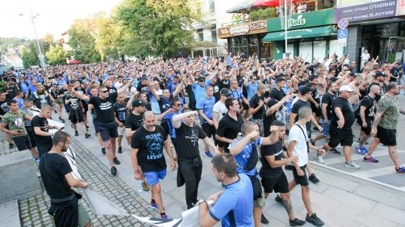 Множество фенове на Левски взеха участие в шествието във Велико