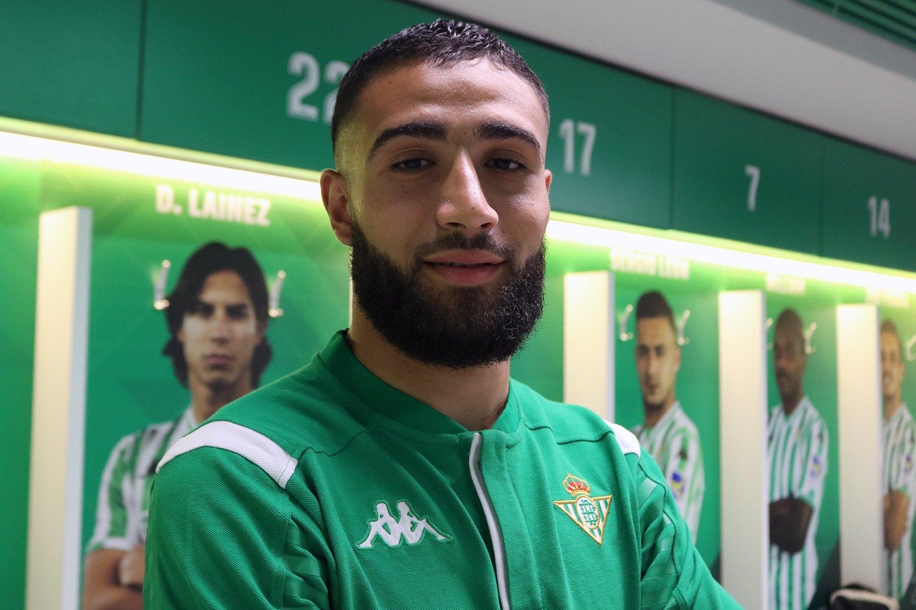 Испанският Бетис обяви официално трансфера на френския халф Набил Фекир.