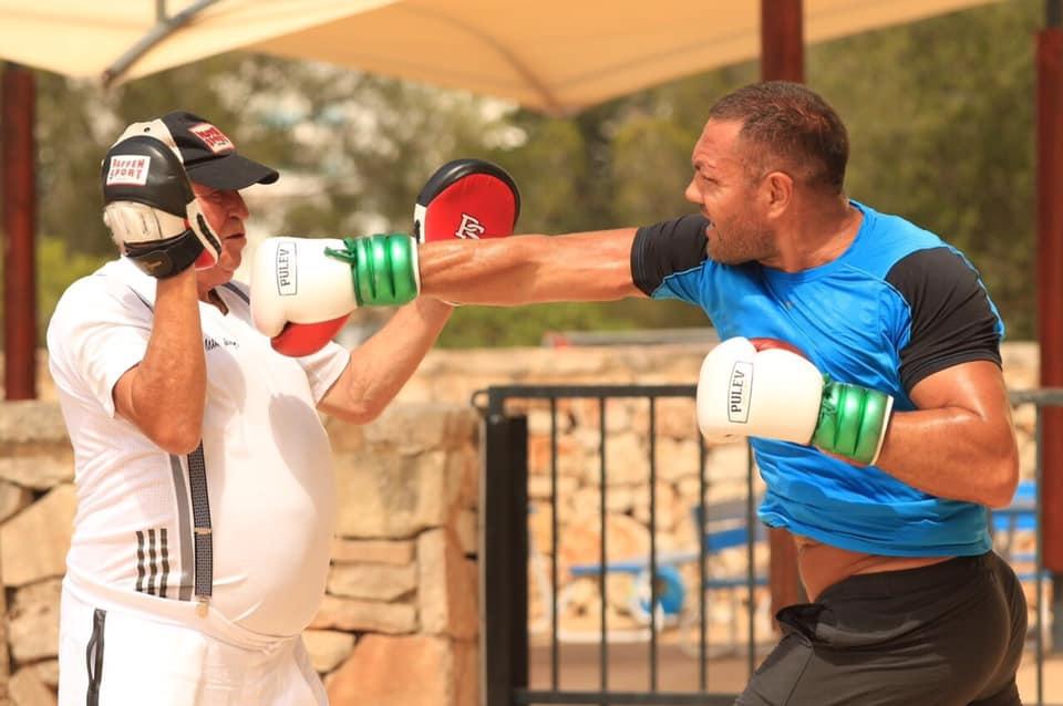 Мениджърът на българската звезда в професионалния бокс Кубрат Пулев Ивайло