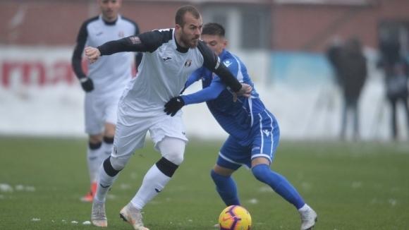 Своеобразното българско дерби в първенството на Румъния между отборите на