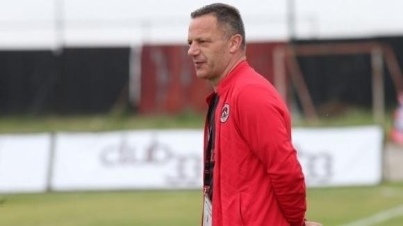 Наставникът на Локомотив (София) Младен Додич поздрави футболистите си след