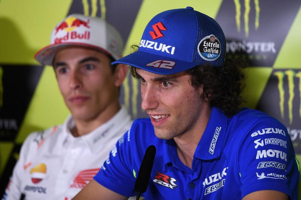 Пилотът на Suzuki в MotoGP Алекс Ринс обвини защитаващия титлата