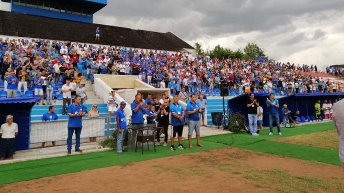 Повече от 2000 души дойдоха на стадион Черноморец в Бургас,