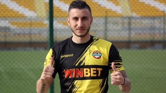 Отборът на Ботев (Пловдив) се раздели с Антон Карачанаков. Двете