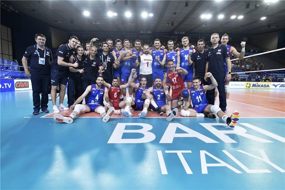 Волейболистите от националния отбор на Сърбия започнаха с трудна победа