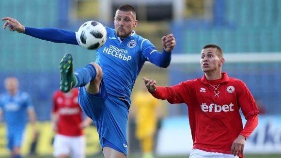 Отборът на Черноморец (Бургас) постигна победа с 3:0 при гостуването