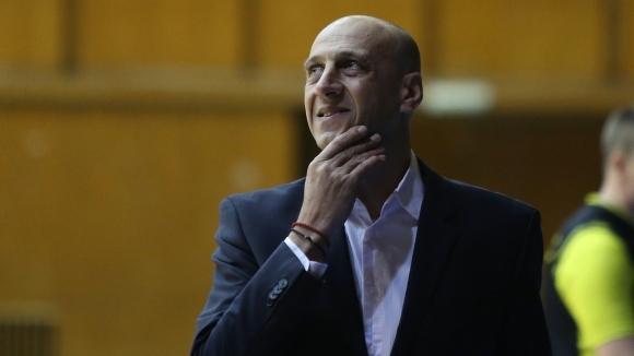 Бившият треньор на Лукойл Академик Тони Дечев е вариант за