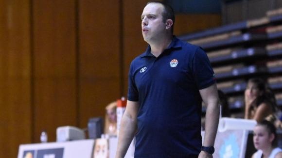 Старши треньорът на националния отбор за момичета U16 Лъчезар Коцев