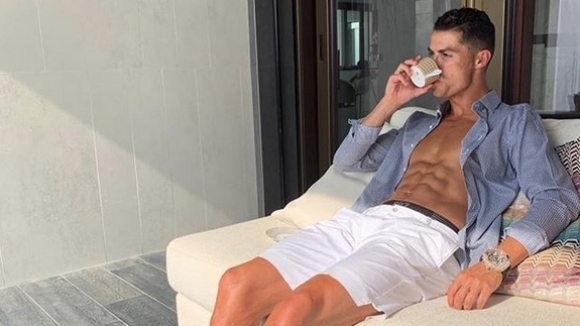 Суперзвездата на Ювентус Кристиано Роналдо публикува видео в Instagram, показвайки