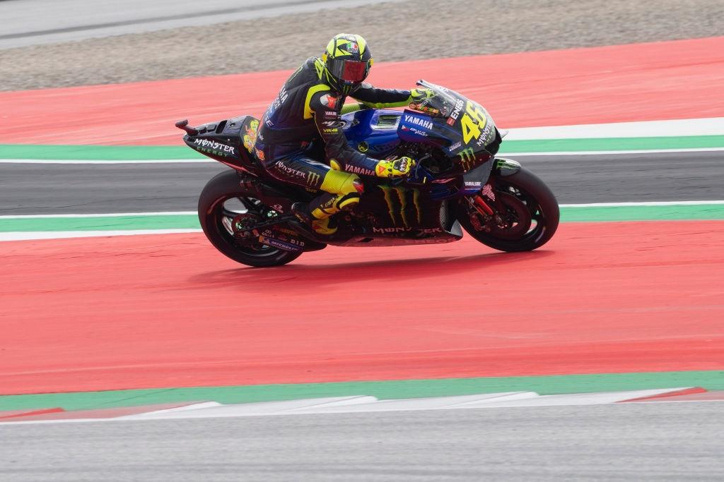 Валентино Роси е усетил напредък в своя тим Yamaha след