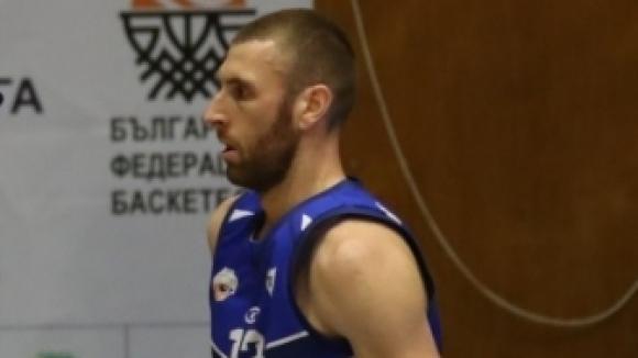 В баскетболния Спартак - Плевен остава и Константин Коев за