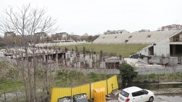 Само няколко дни остават до рестарта на строежа на стадион