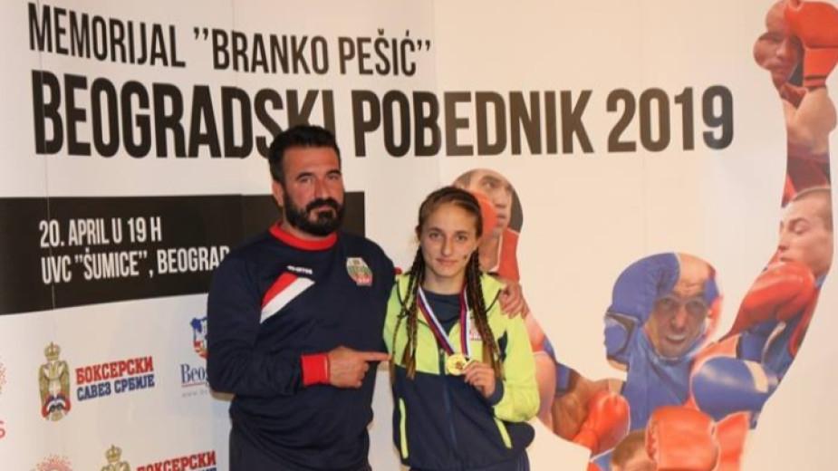 Младата ни боксова националка Еми-Мари Тодорова слиса шефовете си във