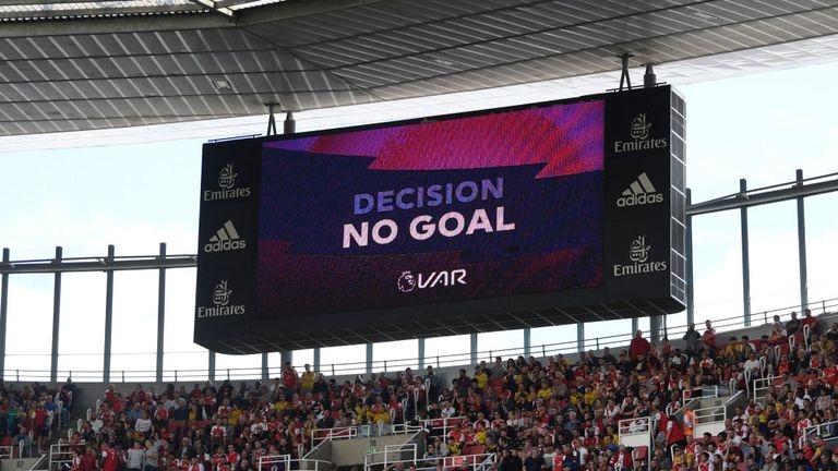 Повторенията на спорните ситуации в мачовете от Премиър лийг, няма