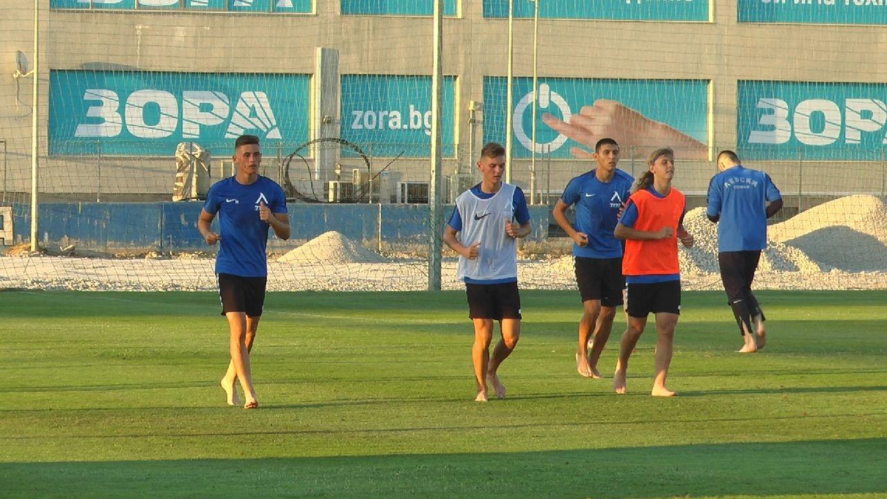 Пет момчета от школата на Левски тренираха днес с представителния