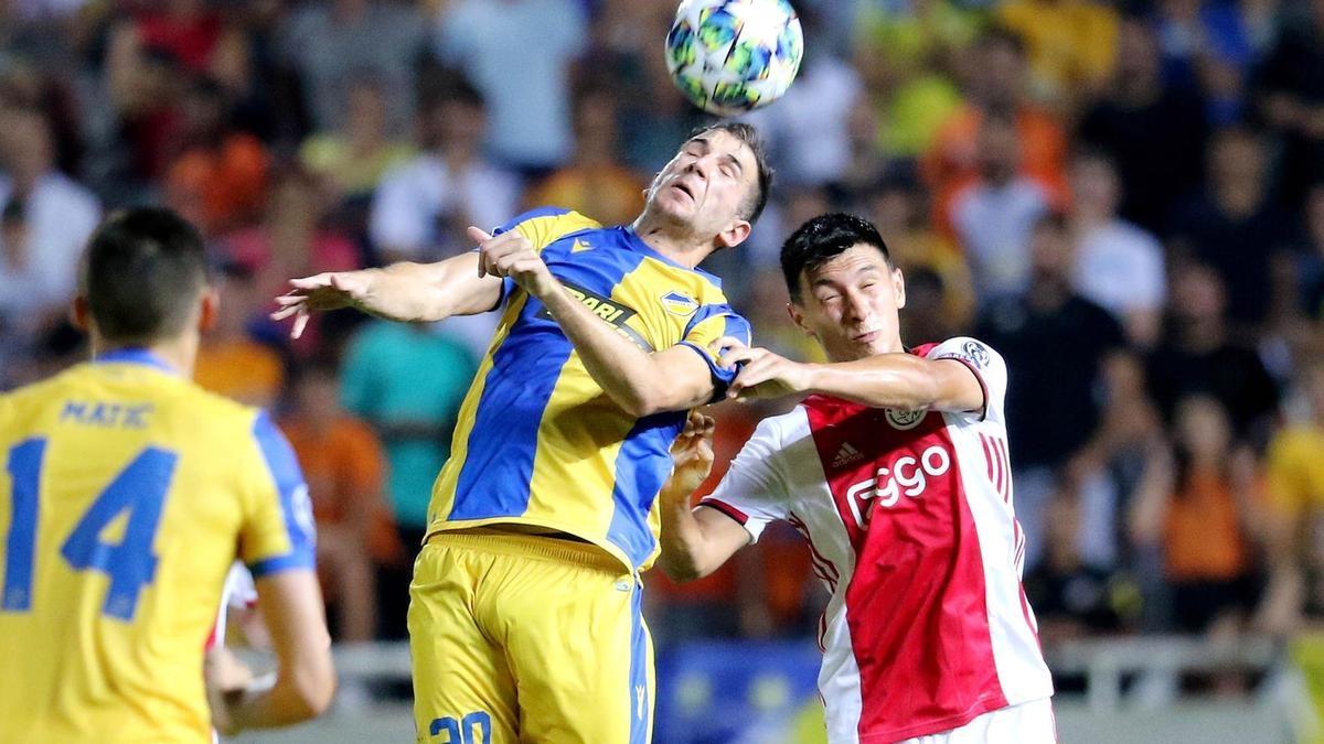 Нападателят на Аякс Душан Тадич бе разочарован след равенството 0:0