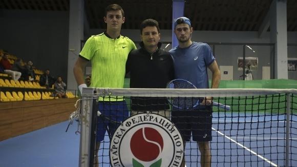 Александър Лазаров и Габриел Донев се класираха за четвъртфиналите на