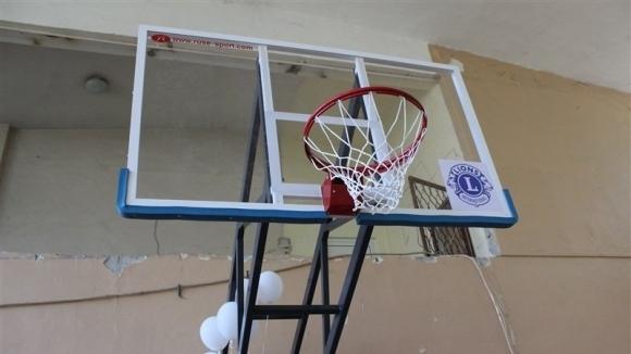 """Днес бяха представени изцяло нови баскетболни кошове в ПГИ """"Робер"""