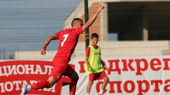 Атакуващият футболист на Царско село Антон Карачанаков сподели първите си