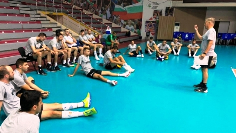Волейболистите от националния отбор на България провеждат интензивни тренировки в