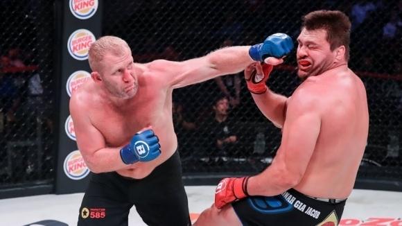 Сергей Каритонов се изправи срещу Мат Митрион в главната битка