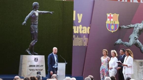 Футболното величие Йохан Кройф ще посреща всички, които идват на