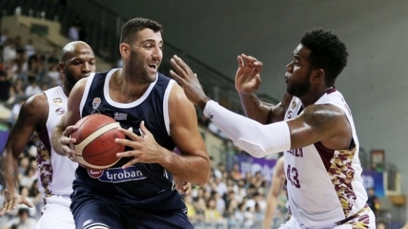 Янис Бурусис задмина най-голямата легенда на гръцкия баскетбол Никос Галис