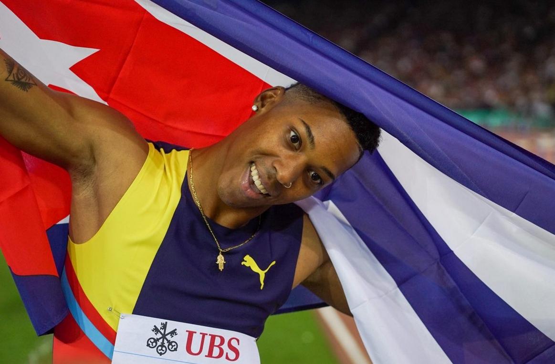 Световният шампион в скока на дължина в зала от Бирмингам