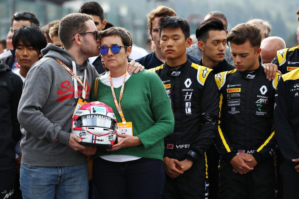 Състезателният директор на Формула 1 Майкъл Маси заяви, че официалното