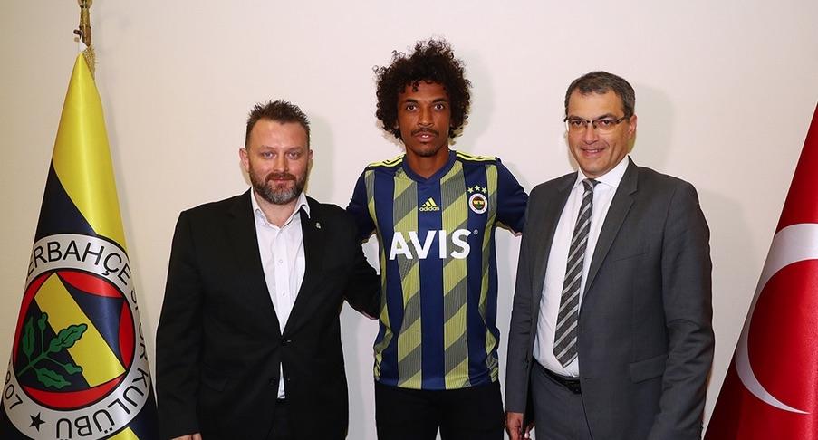 Турският футболен гранд Фенербахче привлече в състава си бразилския полузащитник
