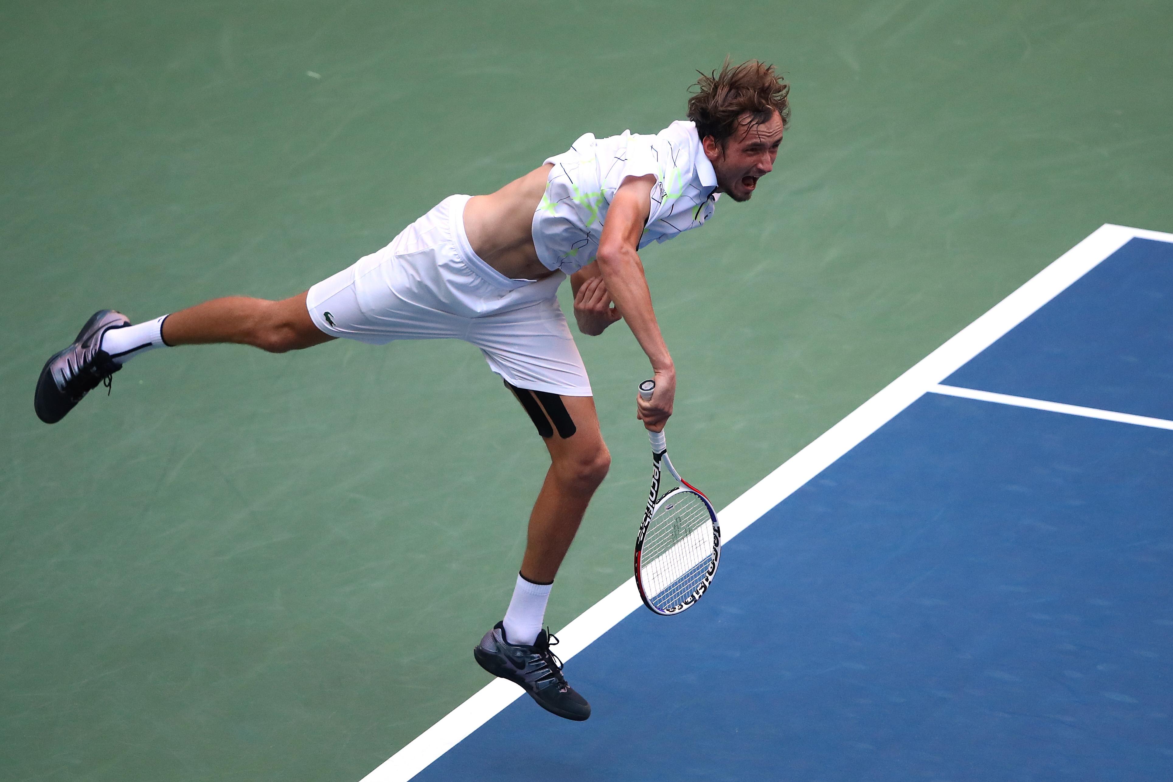 Руснакът Даниил Медведев се класира за първия полуфинал в кариерата