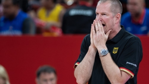 Старши треньорът на Германия Хенрик Рьодл няма да бъде уволняван,