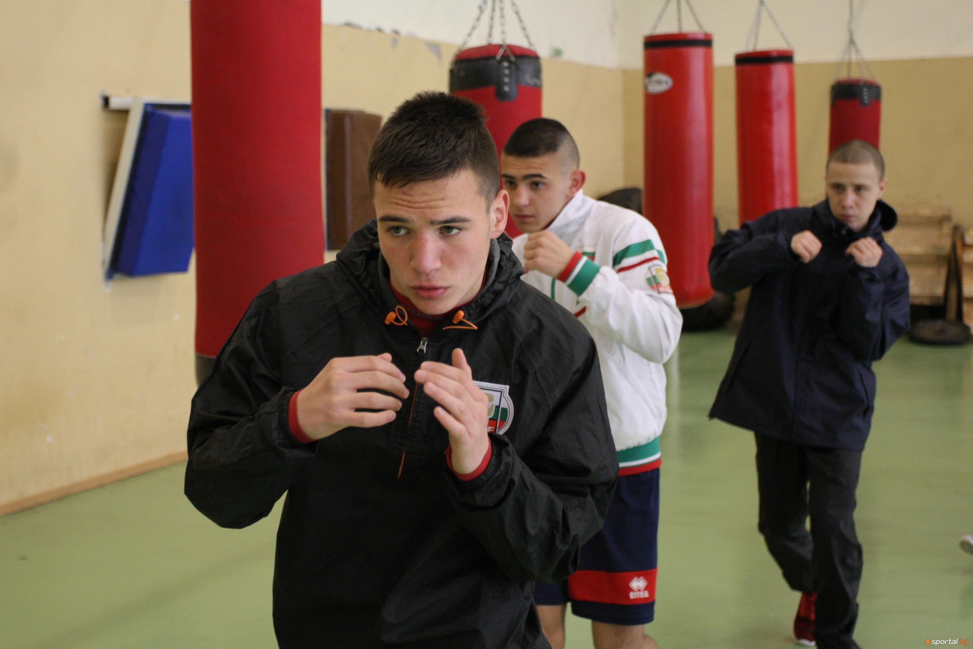 Две победи записаха българските боксьори на старта на европейското първенство