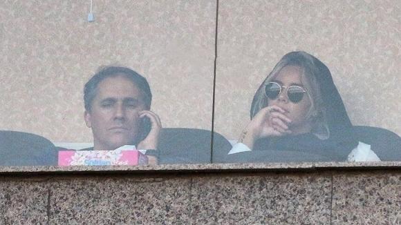 Съпругата на холандския футболист Кевин Янсен беше изгонена от стадиона