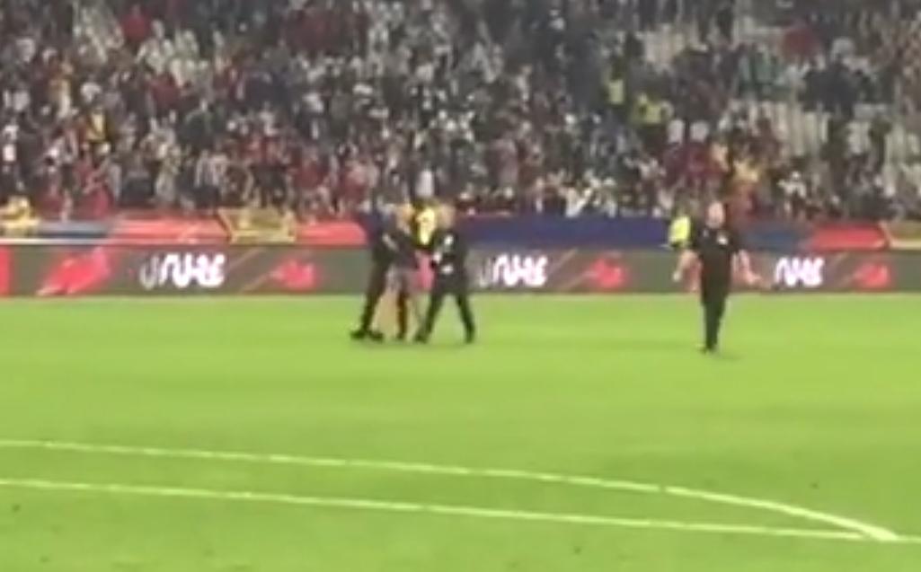 Неприятна сцена имаше на терена след европейската квалификация между Сърбия