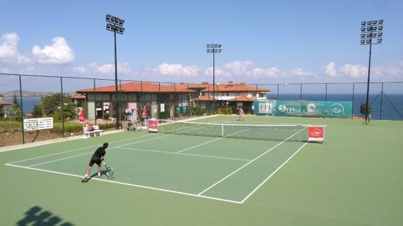"""На кортовете на Тенис център """"Санта Марина"""" в едноименния ваканционен"""