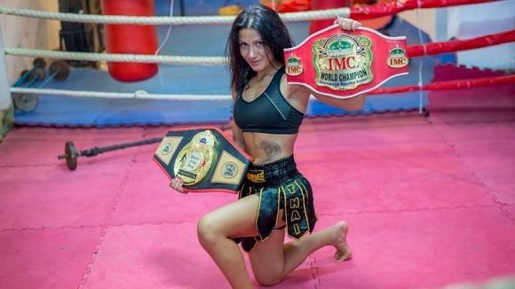 Една от най-атрактивните дами на българския кикбокс Пламена Димова ще