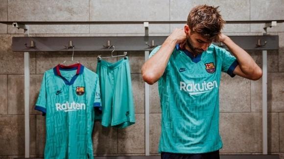 От Барселона официално представиха третия си екип за новия сезон.