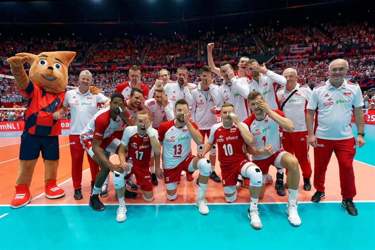 Световният волейболен шампион Полша записа втора победа на Европейското първенство.
