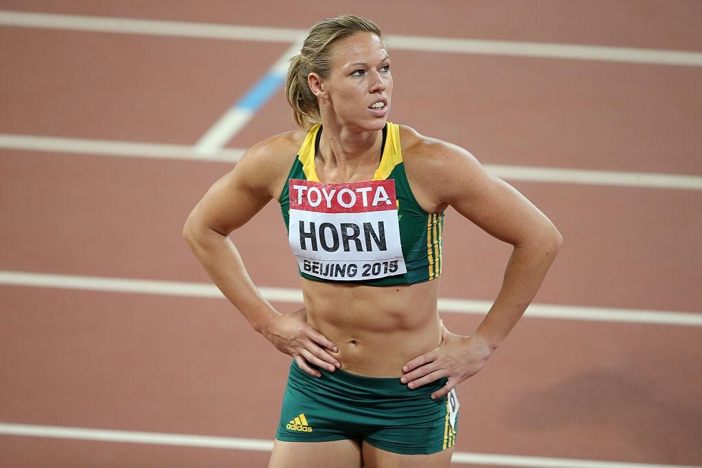 Най-бързата южноафриканска спринтьорка Карина Хорн е с временно спрени състезателни