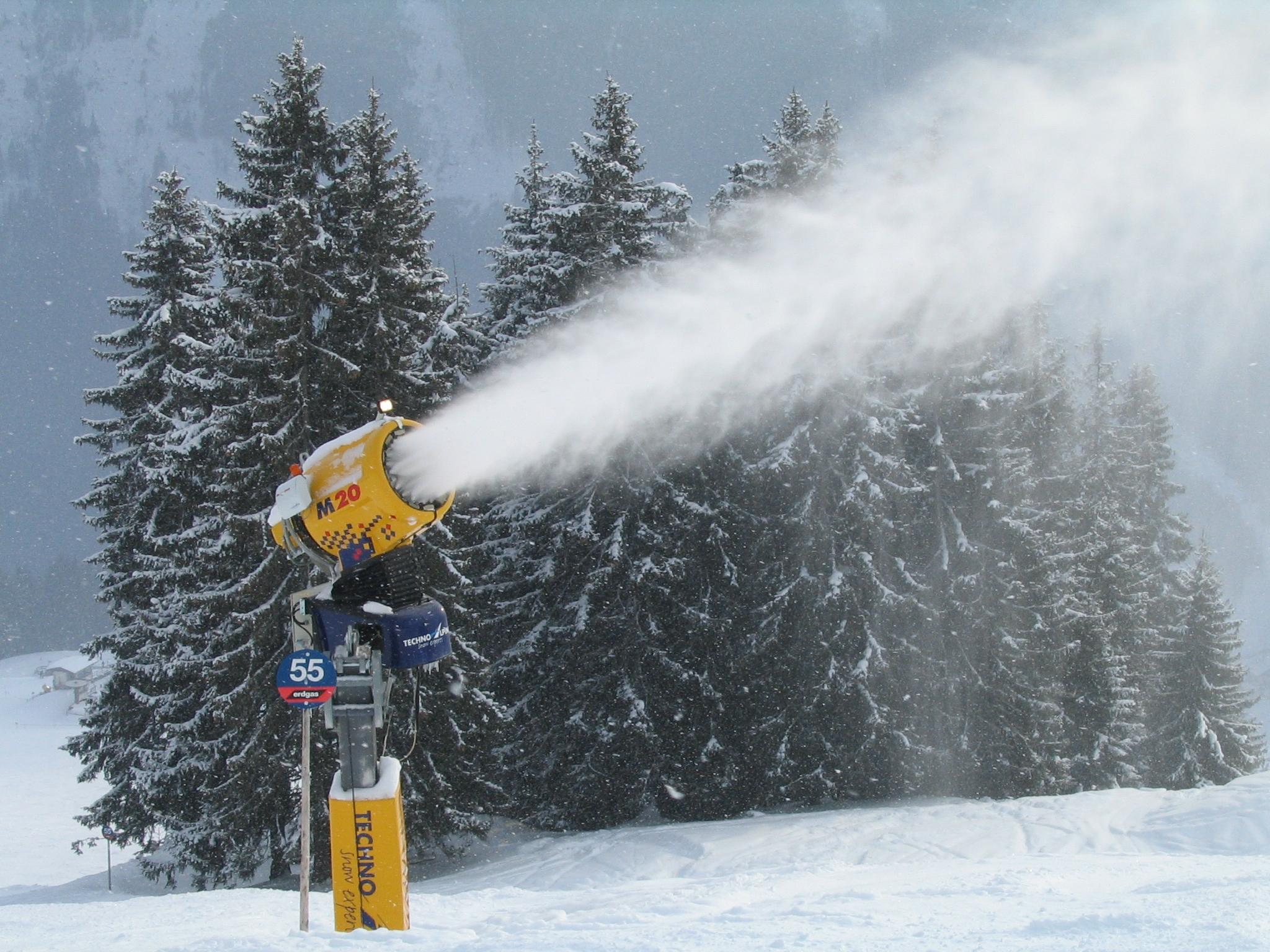 С оръдия за сняг планират да се борят с горещините