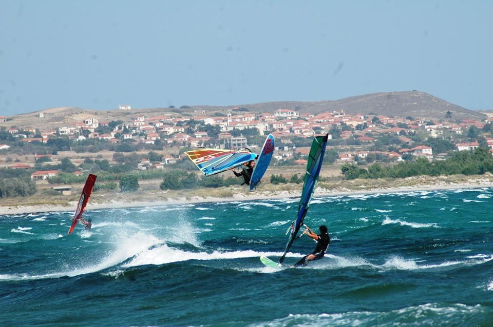 Снимка: Остров Лимнос - световната сърф дестинация, създадена от българи