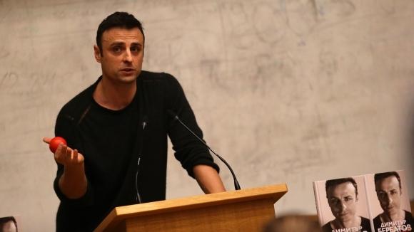 Голмайстор №1 на България Димитър Бербатов официално заяви, че се