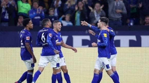 Шалке 04 записа трета поредна победа в Бундеслигата и поне