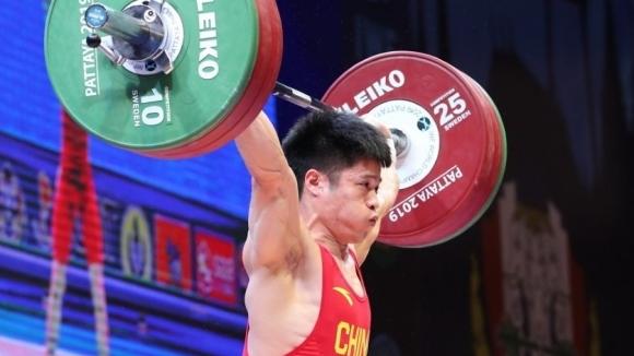Китайски тежкоатлети поставиха световни рекорди при спечелването на титлите в