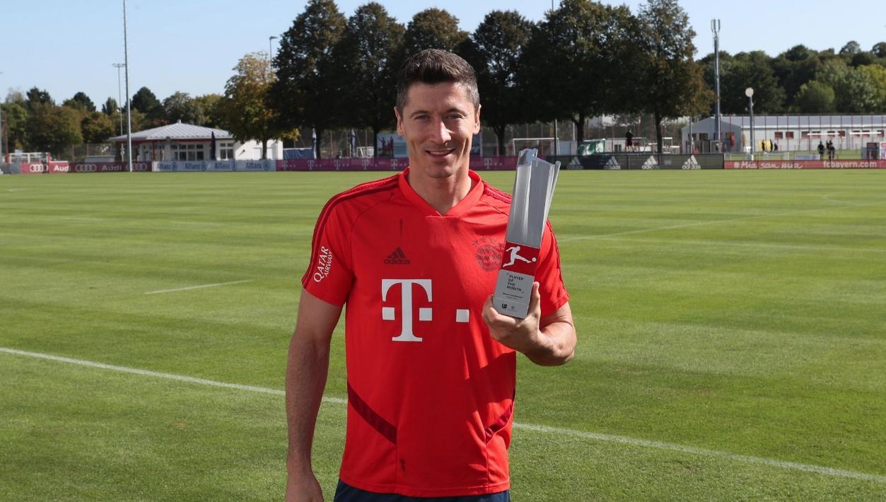 Голмайсторът на Бундеслигата Роберт Левандовски започна ударно и новия сезон.