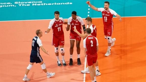 Световният волейболен шампион Полша се класира безпроблемно за 1/4-финалите на