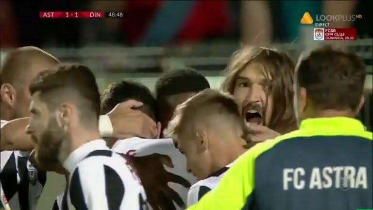 Българският вратар Георги Китанов пази цял мач при победата на
