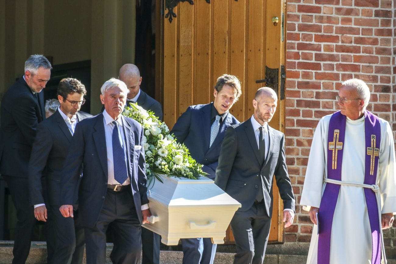 Легендарният норвежки биатлонист Халвард Ханеволд беше погребан в родината си